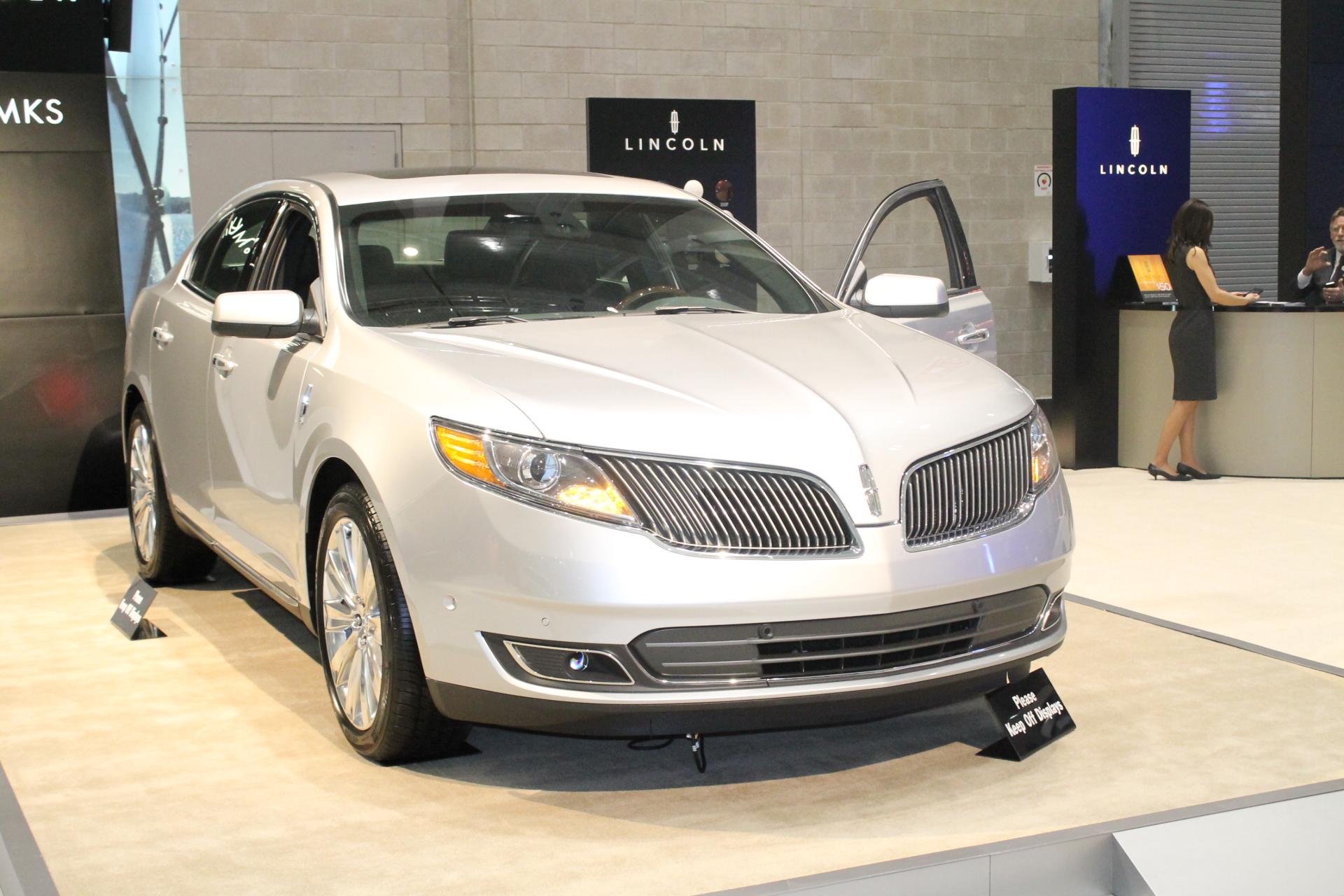Lincoln MKS Looks Like a Pontiac To Me! |
