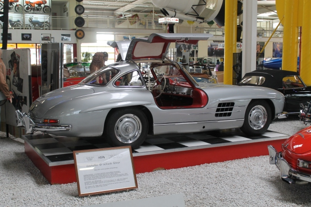 The mercedes benz 300 sl the most desireable 20th century for Mercedes benz with wing doors