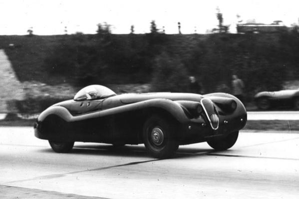 Jabbeke 6-1953-norman-dewis-driving-xk120 drivr.be