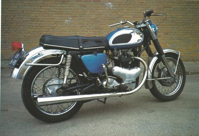 Kawasaki W1 (2)