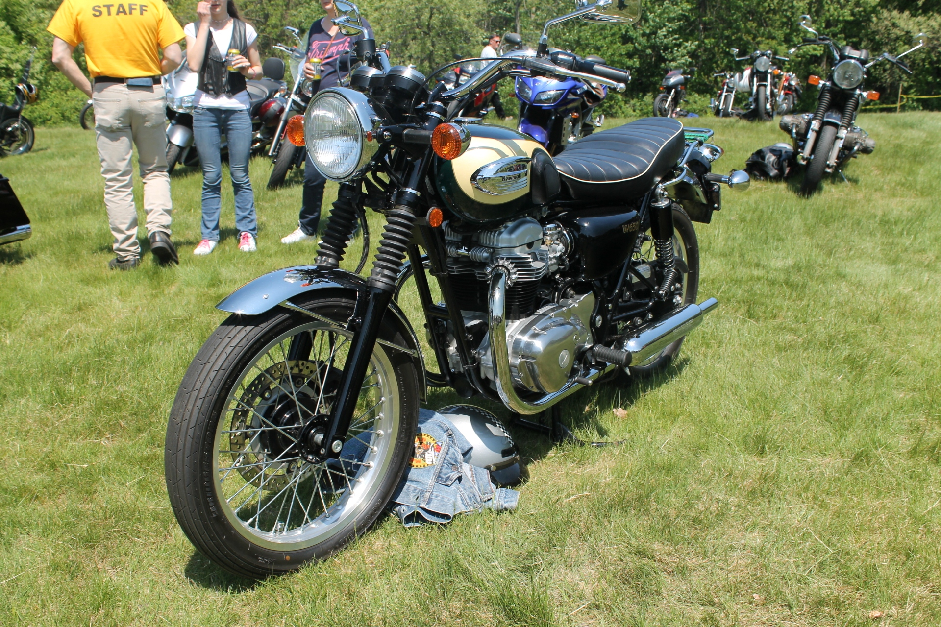 an english style kawasaki w650 sighted. Black Bedroom Furniture Sets. Home Design Ideas