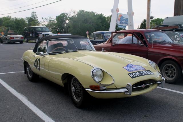 Car 40 Jaguar E-Type 1967 (2)