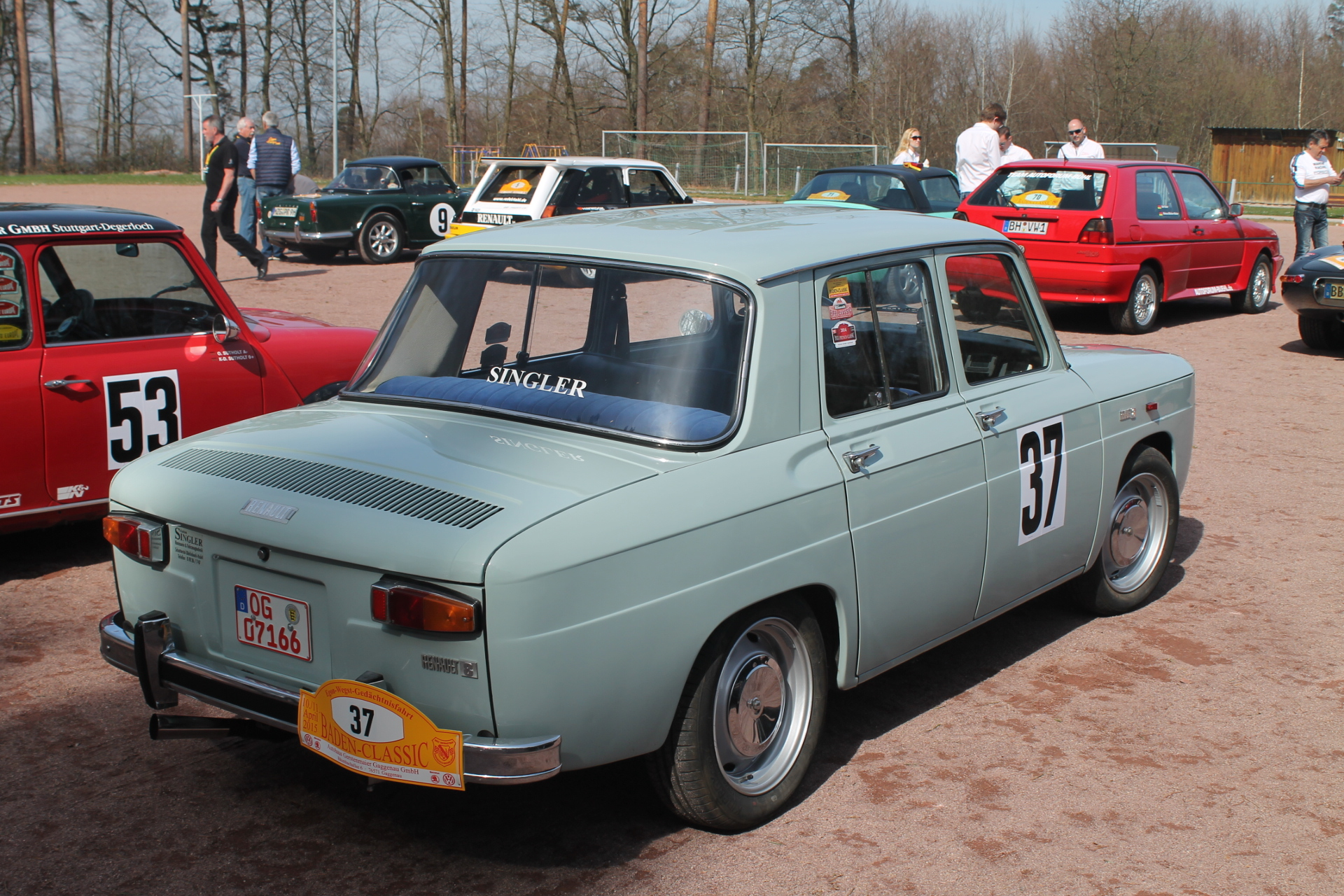Renault 8 The Successor To The Renault Dauphine