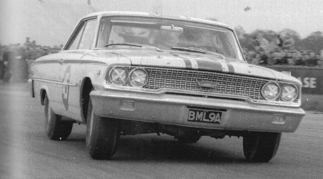 Ford Galaxie Racing In England